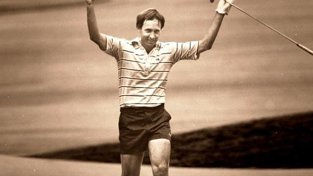 Forrest Fezler strides up the 72nd Hole of the 1983 US Open while wearing shorts.